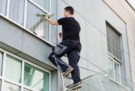 Leitern: Warnung vor Unfallrisiko durch kleinere Stufen